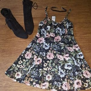 NWT Wild Fable Floral dress S